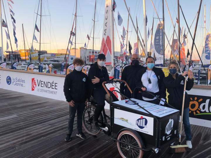 Des agents de propreté NIL sur le pont du Vendée Globe